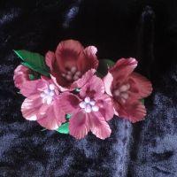 Красивые и нарядные украшения как для маленьких леди, так и взрослых принцесс. Красивые цветы канзаши, смотрятся празднично и могут подойти к любому наряду. Каждый заказ обсуждается индивидуально и выполняется в максимально короткие сроки. Цветы сделаны на заколке-автомат из атласных лент, по индивидуальному желанию можно сделать под обруч, заколку крокодил и т.д. Под заказ можно сделать любой цвет цветов (обсуждается индивидуально). Оплата на карту, предоплата 100%. Отправка Новой Почтой, ИнТайм, Укрпочтой. Доставку оплачивает покупатель, кроме Укрпочты.