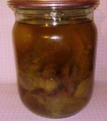 Гусиная печень с небольшим дабавлением соли,душистого перца,лавра. Протушена до готовности в гусином жиру в печи. Упакованна в стерилизованные автоклавом банки, залита гусиным жиром. Отправляется в деревянном контейнере, по желанию упакуем в луговое сено.