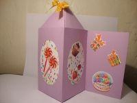 3 в 1: коробочка для подарка+открытка+крышка-тайник  Ваш именинник будет в восторге не только от подарка, но и от его оформления!  Размер коробочки 8х8 см,  высота без крышки 15 см,  с крышкой 22 см,  длина коробочки с открыткой 17 см.  Крышка раскрывается и внутрь можно что-то положить, например конфеты)