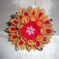 Красивые и нарядные украшения для маленьких леди. Красивые цветы канзаши, смотрятся празднично и могут подойти к любому наряду. Каждый заказ обсуждается индивидуально и выполняется в максимально короткие сроки. Цветок сделан на резинке, по индивидуальному желанию можно сделать под заколку крокодил, обруч и т.д... Размер 8см.