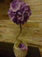 Авторский топиарий. Высота 35 см Цветы изготовлены вручную, из фоамирана (пластичной замши). Сиренево-фиолетового цвета. Сиреневый - цвет новых начинаний, роста и креативности. Этот оттенок создает ощущение таинственности.