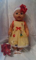 Одежда для кукол BABY BORN.Подходит для кукол-пупсов ростом 40-43см.Вся одежда выполнена вручную из натуральных качественных тканей,что позволяет стирать и гладить одежку!Высокое качество исполнения работы порадует Вас и Вашего ребенка.Каждая девочка будет рада такому подарку.Платье+повязка
