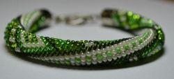 Браслет выполнен в технике бисерного жгута из чешского бисера №10.Для тех,кто любит зеленый цвет!
