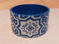 Браслет ручной работы из полимерной глины в восточнос стиле. Рисунок выделен елой акриловой краской. Диаметр браслета составляет 57 мм