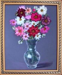 Космеи -такие цветы, которые в любом исполнении смотрятся очень выразительно и красиво! Вышивать их - одно удовольствие!!! Подарите этот букетик своим родным или близким! Я думаю, им понравится такой подарок!!!