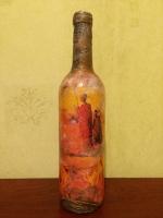 Декоративная бутылка ручной работы в технике декупаж и объемного декора. Декор выполнен акриловой пастой, декупаж - декупажной картой. Высота бутылки 300 мм. Может использоваться по назначению