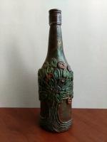 Декоративная бутылка ручной работы в технике плетения жгутом. Раскрашена акриловыми красками и покрыта акриловым лаком. Может использоваться по назначению  Также станет прекрасным и оригинальным подарком друзьям и коллегам