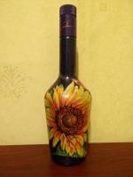 Декоративная бутылка ручной работы в технике декупаж. По рисунку сделан мелкий кракелюр и затерт  пастелью. Бутылка может использоваться по назначению или как декор дома или офиса