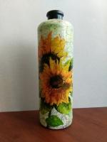 декоративная бутылка ручной работы в технике декупаж. Декупаж выполнен декупажной салфеткой. По всей бутылке сделан одношаговый кракелюр
