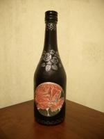 декоративная бутылка ручной работы в технике декупаж. Декупаж выполнен декупажной салфеткой. Бутылка может использоваться по назначению или как предмет декора интеръера.