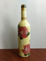 Декоративная бутылка ручной работы в технике декупаж. По бутылке сделана имитаци льда фацетным лаком. Декоративная бутылка станет оригинальным украшением любой квартиры или офиса