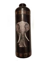 Декоративная бутылка ручной работы в технике декупаж. По рисунку выполнен тонкий кракелюр. Трещинки затерты пастелью