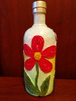 Декоративная бутылка ручной работы в технике плетения жгутом. Бутылка покрашена акриловой краской, рисунок тонирован пастелью. Бутылка может ипользоваться по назначению или как декор вашего дома или офиса. Также декоративная бутылка ручной работы может стать замечательным подарком друзьям, коллегам и близким