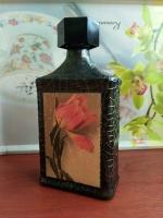 Декоративная бутылка ручной работы в технике декупаж. Бутылка может использоваться по назначению или как декор дома или офиса. Также станет замечательным и уникальным подарком ручной работы коллегам идрузьям