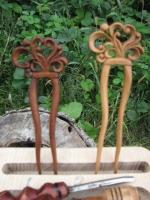 """Дерев""""яна заколка """"Квітуче сердце"""" вирізана з деревини кедру. Міцна, пахуча і практична. Можливе виготовлення заколки під замовлення з любоі, екологічно чистоі деревини, енергетика якоі більш за все підходить для вас."""