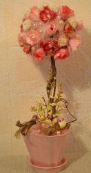 """Очень нежное, оригинальное, стильное цветочное дерево. Выполнено дерево из искусственных цветов. """"Растет"""" в керамическом горшке. За ним легко ухаживать: его не нужно поливать, достаточно иногда влажной тряпочкой снимать с него пыль:) Цветочное дерево умиротворения станет замечательным украшением праздничного стола на любой вечеринке, на свадьбе, дне рождения... и вообще станет изюминкой любого интерьера! :) Возможна любая цветовая гамма, любой размер на любой вкус."""