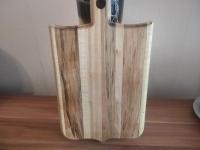 Данная кухонная доска изготовлена из дерева клен. Обработана минеральным маслом. Размер: длина - 37 см; ширина-22 см; толщина- 1.5 см