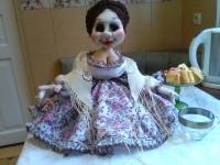 Лялька-грілка на заварочний чайникВиконана в скульптурно-текстильній техніціі.Лялька інтер
