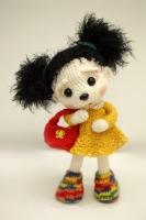 Ежиха Клепочка связана крючком. Рост - 26 см. Одежда не снимается, можно делать разные прически. внутри куклы медная проволока, ручки ножки сгибаются. Материал - акрил и синтепон.