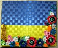 Картина на полотне с деревянной рамой. Оплетена плотной лентой, все цветы полностью ручной работы.