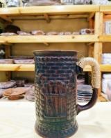"""""""Капища"""" представляет сувениры и подарки ручной работы для Вас и ваших близких. Глиняная кружка. Характеристики: Красная обожженая глина Цена: 100 грн Керамическая кружка изготовленный из красной глины. Экологически чистый продукт. Если Вы хотите чтобы летом компот или квас остаётся холодным как можно дольше, или если чай в зимний период- горячим, то глиняная кружка, это именно то что вам нужно. Заказать: 050-777-12-15 Inst/FB/Telegram - kapishavistovka"""
