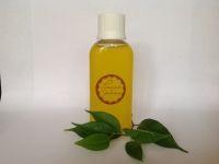 Гидрофильное масло для умывания. Рекомендовано для всех типов кожи. Упаковка: флакон с флип-топом 50мл/100мл(80грн./145грн.) Смесь из натуральных масел с добавлением увлажнителей и витаминов, эффективно удаляет декоративную косметику и другие загрязнения. Кроме очищения, гидрофильное масло увлажняет, питает, способствует восстановлению поврежденного кожного покрова, не забивает поры. Состав: натуральные масла льна, оливки, виноградной косточки, ши, какао, грецкого ореха, зародышей риса, твин, глицерин, coco silicone, д-пантенол, витамин Е, эфирное масло чайного дерева, консервант. Способ применения: встряхнуть, нанести на влажные руки (при контакте с водой образуется эмульсия) и легкими массирующими движениями распределить по коже лица, удаляя макияж. Смыть теплой водой. Противопоказания: аллергия или повышенная чувствительность к компонентам в составе. Хранить в темном, прохладном месте. Под заказ. Срок изготовления 3-5 дней. 100% предоплата на банковскую карту или оплата при получении товара (только г.Днепр).