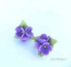Серьги -гвоздики Сирень Крошечные цветочки сирени, диаметр соцветия 2 см Использовались материалы - запекаемая полимерная глина, фурнитура под серебро.