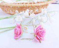 Серьги -гвоздики Розовая роза Серьги -гвоздики Красно-желтая роза диаметр розы 2,5 см Использовались материалы - запекаемая полимерная глина, фурнитура под золото. цена  за пару 80 грн