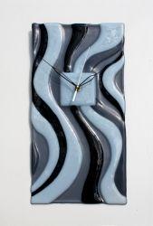 Часы настенные из стекла, выполнены в технике фьзинг.