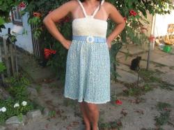 Платье с открытой спинкой.Лиф выполнен из траки,низ платья - фантазийная буклированая ниточка,р-р 46-48.