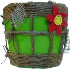 В Новом году принесет Вам денежные потоки, о которых Вы мечтали!!!  По фен-шуй, если поставить такой цветочный горшок дома или на работе в юго-восточный угол,  то обязательно навлечете на себя благополучие любовь и прибыль! Прекрасный подарок для тех, кому желаешь благополучия и процветания!! Ручная работа.     Использованные материалы:  Основа цветочного горшка - пластик Мешковина Шпагат разной толщины и цвета (джут, сизаль) Вязаные крючком цветы и листья падуба Данный вазон подарит Вам праздничное настроение и ощущение чуда, которое сможете почувствовать в любое время года, ведь падуб является символом вечной жизни и возрождения.  Отлично впишется в интерьер, украсит ваш подоконник и подчеркнет цветочную композицию.  Размеры: наружные Верхний диаметр: d16.8см. Нижний диаметр: d12.7см. Высота: 15.0см. Размеры: внутренние Верхний диаметр: d15.6см. Нижний диаметр: d11.5см. Высота: 14.2см.  Отправлю в любой регион Украины: Новой-Почтой vazonchik.net.ua Не забудьте ознакомиться со всеми работами автора.