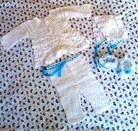 Ажурный крестильный набор: кофточка+штаники+шапочки+пинетки. Или рубашка+ пинетки+шапочка.Расцветка и модель по Вашему выбору.