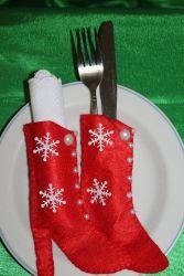 Чехлы для столовых приборов или салфеток. Украсят любой новогодний стол. Основа - фетр, обшиты вручную,украшены бусинками.