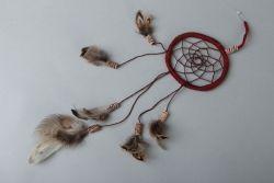 Ловец снов. Основа ивовая лоза. Фазаньи перья и глиняные бусиы ручной работы. Перья и бусины могут отличатся. Если нет в наличии сок изготовления до одно недели