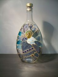 Чудный подарок на Рождество. Бутылка выполнена в технике псевдовитраж. Может использоваться как ваза лдя цветов или как сосуд для напитков. Не боится воды и мыла