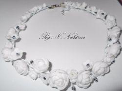 Свадебный комплект: ожерелье и серьги.  Цветы ручной работы из полимерной глины Фурнитура под серебро Бусины под хрусталь Под заказ срок изготовления 5 дней