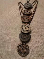 """Подвеска из керамики """"Дракон"""", по мотивам восточных легенд символизирует жизненную силу. Очень положительный и мотивирующий к новым свершениям и успеху талисман."""