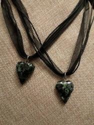 украшение (подвеска) сердечко, красивого темно-изумрудного цвета, керамика, ручная работа