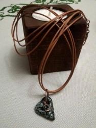 подвеска Сердечко из керамики,  ручная работа, с медным колечком, длина шнура 50 см
