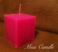 Яркий малиновый цвет свечи украсит ваш интерьер новыми красками, а аромат лесных ягод подарит вам хорошее настроение
