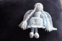 Прекрасный безликий ангел непременно успокоит вас, принесет удачу и вдохновение. Он может быть отличным подарком на день рождения, Рождество, Новый год или свадьбу. Рост 10 см (сидя). Материалы: акриловая пряжа, синтепух. Можно стирать вручную