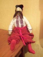 """Интерьерная кукла в стиле Тильда """"Украинец"""". Изготовлена из натуральных материалов полностью вручную. Сорочка вышита очень мелким крестом, усы и """"оселедець"""" сделаны из шерсти. Такой казак станет идеальным подарком для иностранцев, украсит дом , принесет в него национальный колорит.   Возможно изготовление на заказ согласно Ваших пожеланий."""