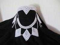 Набор - ободок на голову, колье, серьги, метенки. Стеклянный бисер, полупрозрачный, вышивка более крупными бусинами, под жемчуг.