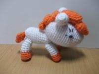 Маленькое пони с добродушным взглядом. Милая игрушка с устойчивыми лапками.