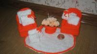 Кресла, подушечки разного размера, коврик, горшок с цветами  для игры с куколкой. Основа - ДВП ( прочное ), отделка - вязка. Ручная работа! В наличии диваны и кресла, наборы диваны и кресла, аксессуары для кукол, и кукольных домиков.