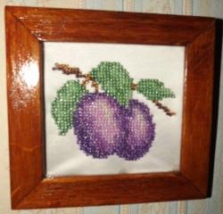 Картина из бисера - Сливы с деревянной рамкой, 30грн