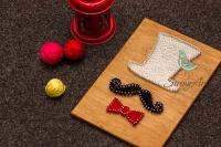 Картина ручной работы, выполненная в технике String Art, подойдет для подарка любому усачу, или для украшения вашего офиса или дома. Такая картина с легкостью украсит Barbershop, салон или парикмахерскую. Для её изготовления потребовалась основа покрытая антисептиком, гвозди, мулине и хлопковые нити.