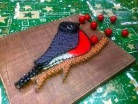 Эксклюзивная картина ручной работы, выполненная в технике стринг арт, с помощью гвоздей и нитей. Такая картина станет прекрасным подарком к наступающим праздникам!