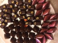Конфеты ручной работы Ассорти ( марципановые, пралине, трюфель ), из высококачественного шоколада, и только из натуральных продуктов, не содержат заменителей какао продуктов, и других вредных ингредиентов. Изготавливаю на заказ, срок изготовления - 2 дня. Коробка весом 200 гр. - 200,00 гр, при заказе от 0,5 кг -скидка! Отличный подарок для ценителей шоколада и всех сладкоежек!