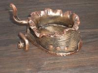 Стилизированое копыто с подковой. Возможно использовать как подсвечник или пепельницу.